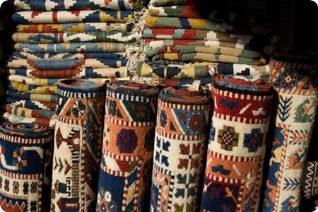 El dokuma halıları